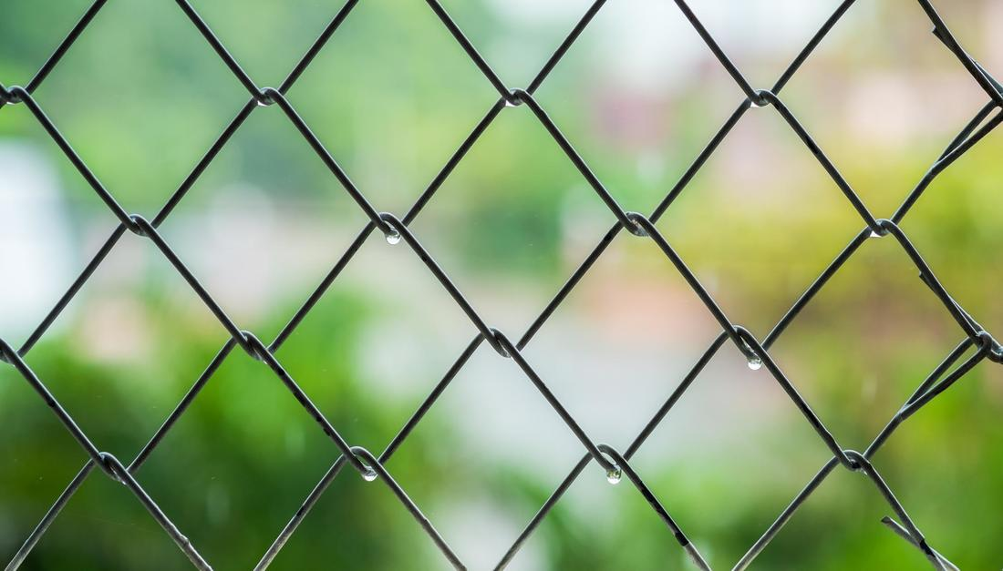 This is a picture of a chain link fence Tampa.